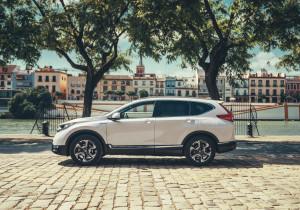 mid Sevilla - Unter der schick gestalteten Hülle steckt das i-MMD Hybridsystem (Intelligent Multi-Mode Drive), das zwei Elektromotoren, einen Atkinson-Benzinmotor, eine Lithium-Ionen-Batterie sowie einen Direktantrieb mit fester Übersetzung kombiniert.