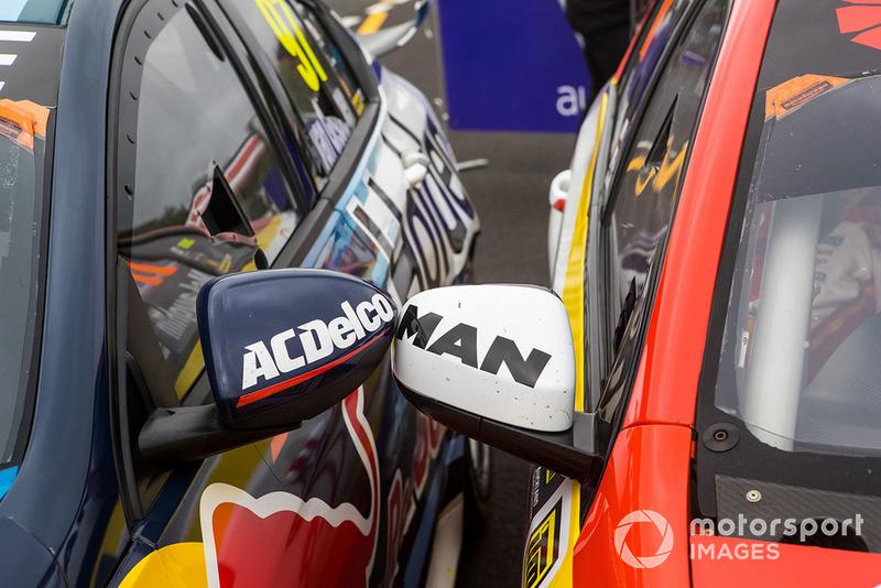 1. Shane van Gisbergen, Triple Eight Race Engineering Holden, 2. Scott McLaughlin, DJR Team Penske