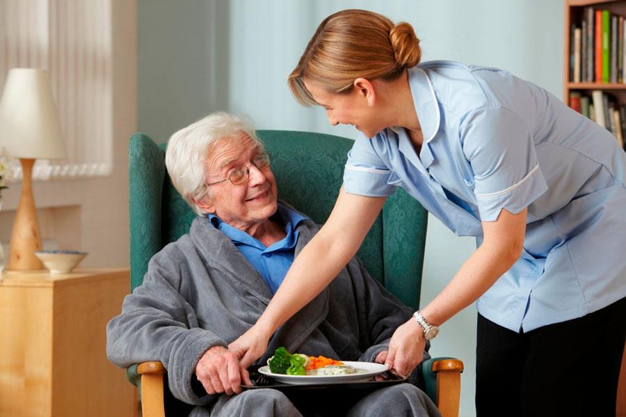 Уход за пожилыми передадут частникам Финансирование будет предоставляться из фонда обязательного медицинского страхования