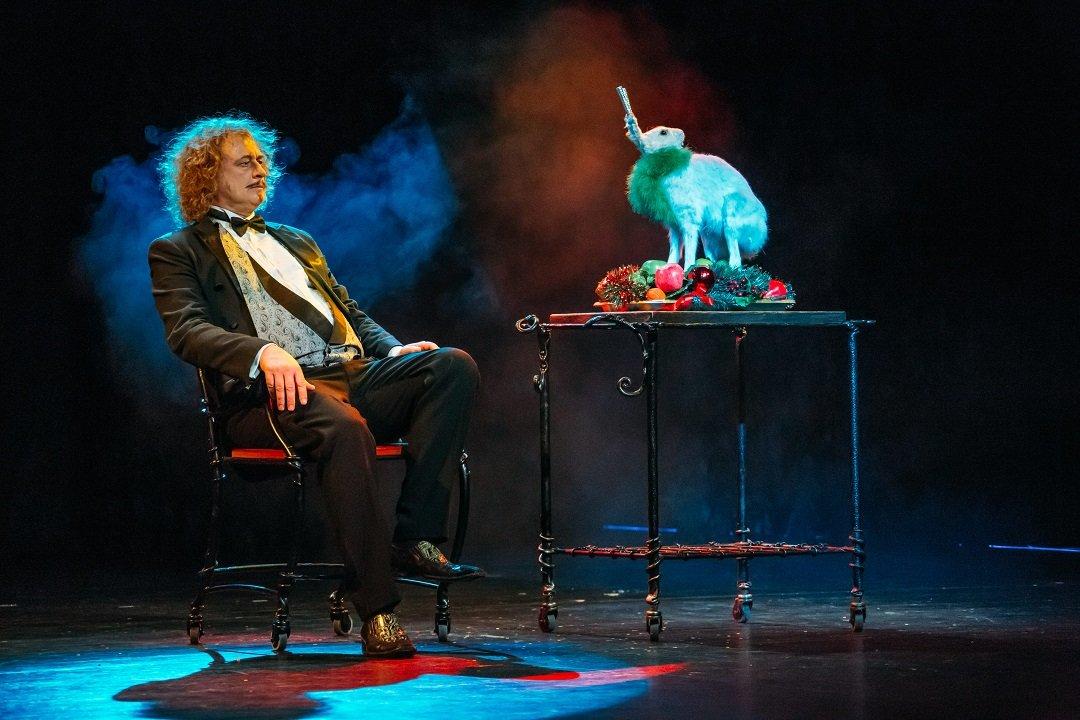 29 ноября Клоун-мим-театр «Мимигранты» и «Корпорация усов» представят спектакль в жанре клоунады абсурда.
