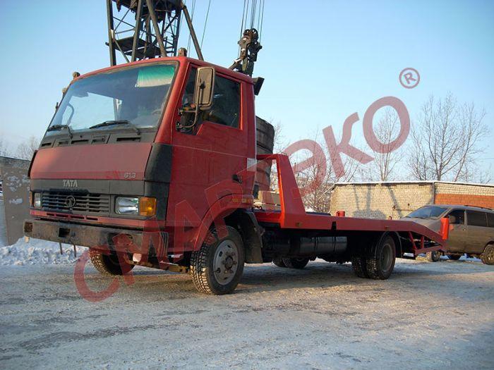 Эвакуатор с ломаной платформой TATA-613