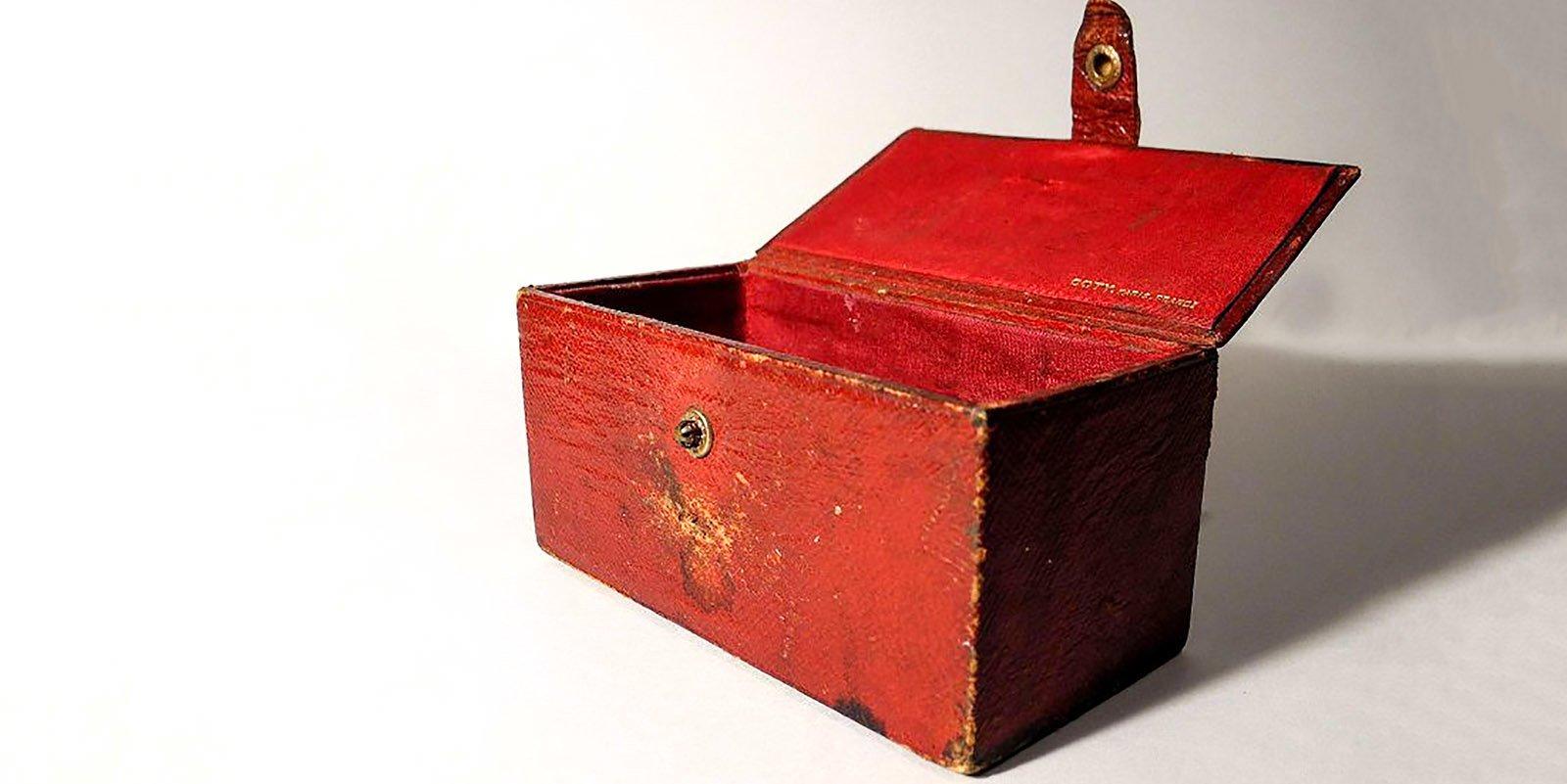 Коробочка из-под флакона духов Coty. Принадлежала матери М.А. Булгакова Варваре Михайловне. Конец XIX века