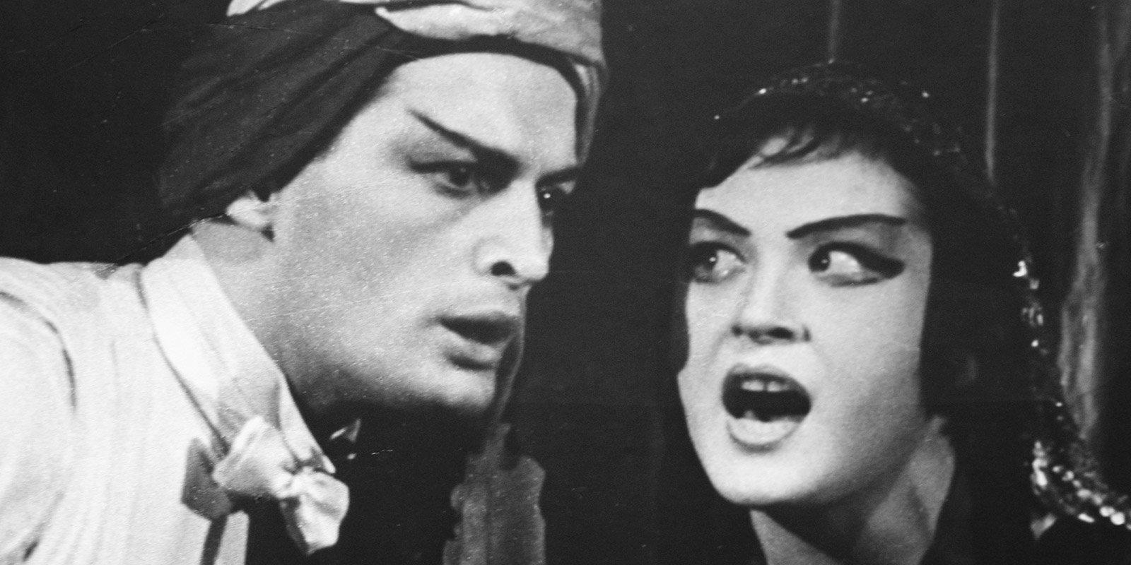 Василий Лановой в роли Калафа и Людмила Максакова в роли Адельмы в спектакле «Принцесса Турандот». 1963 год