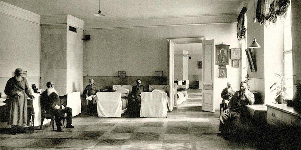 Богаделенная палата в Странноприимном доме графа Н.П. Шереметева в Москве. Начало XX века