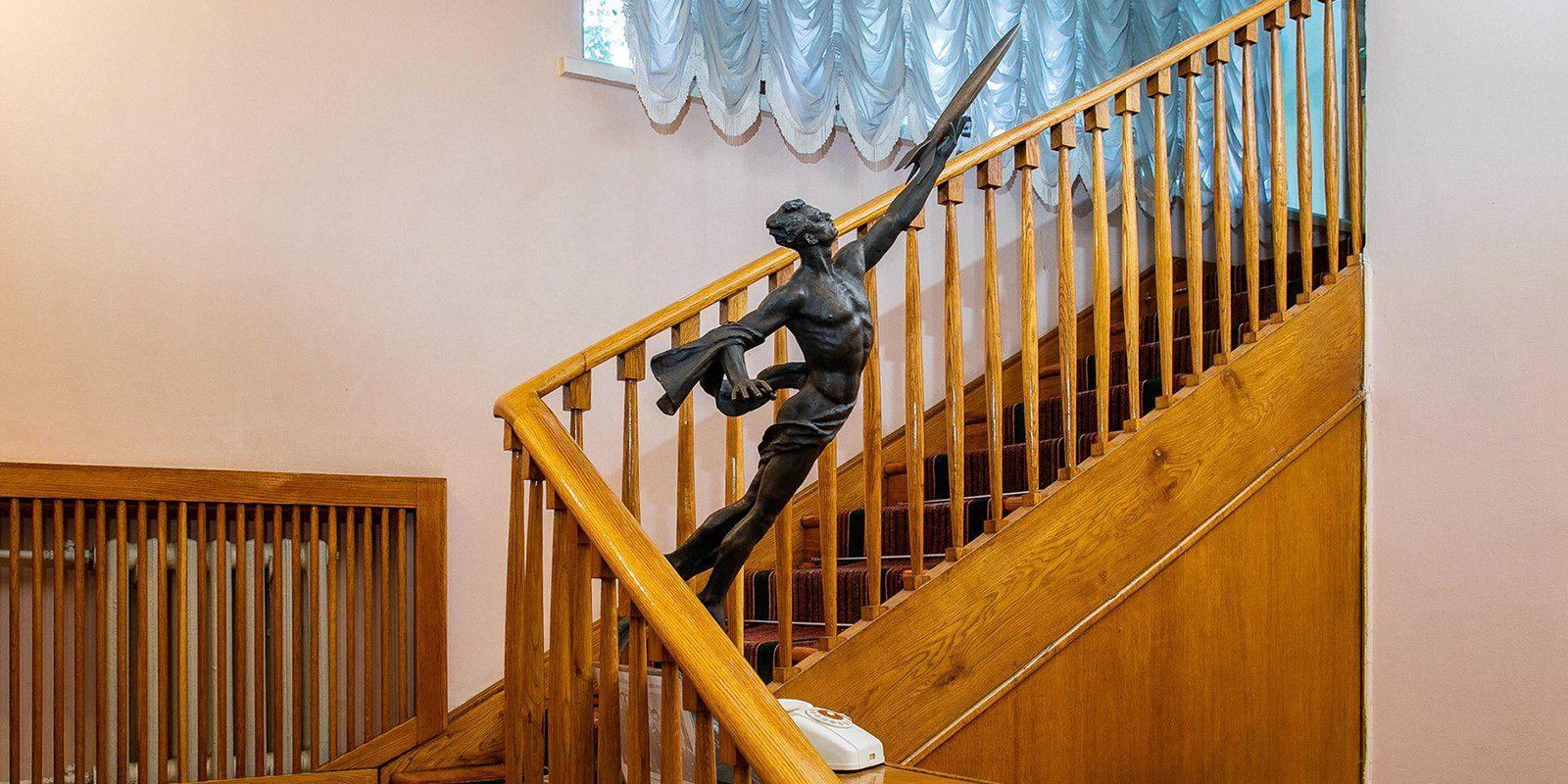 Г. Постников. Скульптура «К звездам!»