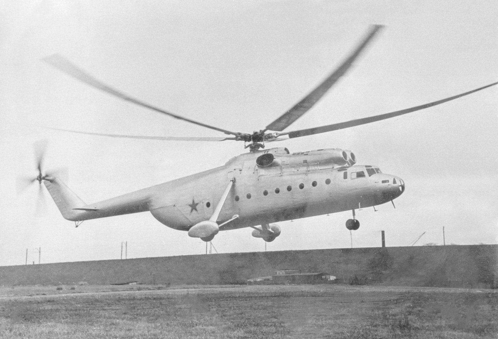 Вертолет Ми-6. Автор Б. Вдовенко. Октябрь 1957 года. Главархив Москвы