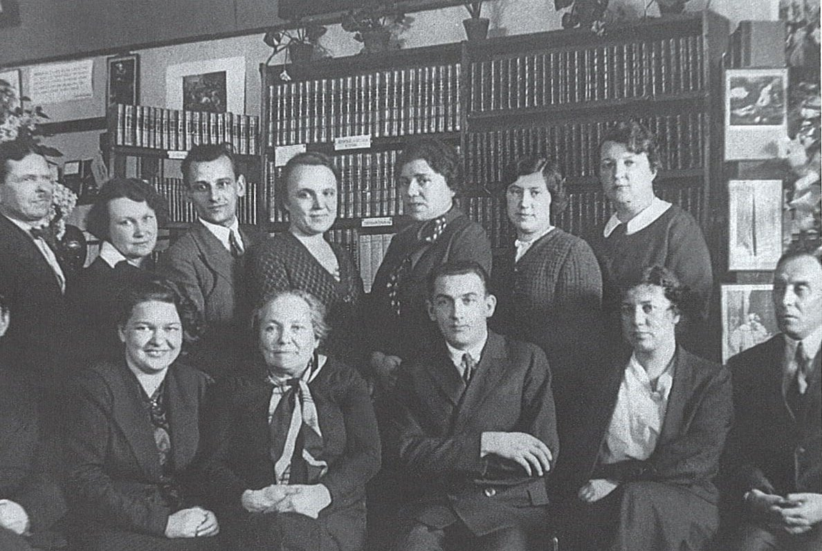 Группа сотрудников Библиотеки иностранной литературы. 1938 год. Главархив Москвы
