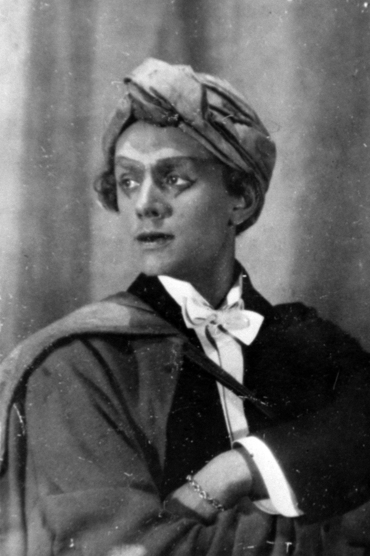 Юрий Завадский в роли Калифа в спектакле «Принцесса Турандот». 1922 год