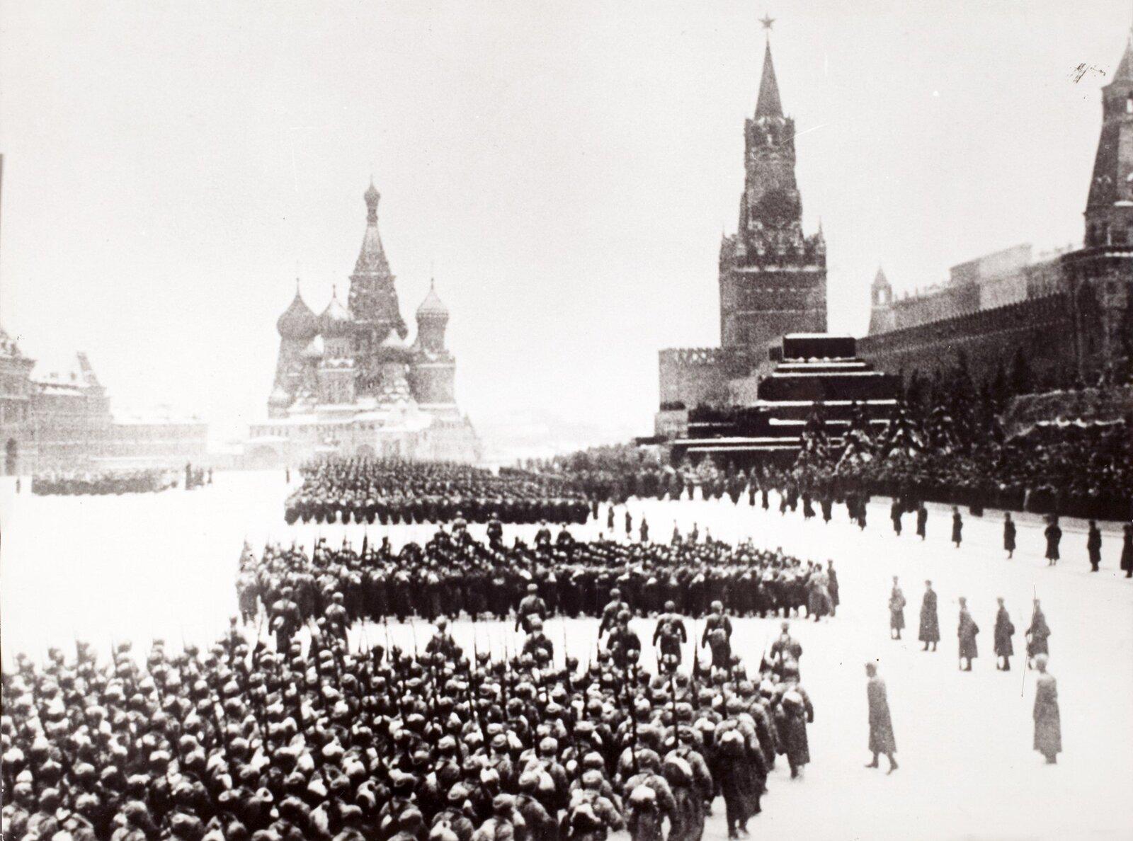 Военный парад на Красной площади. 7 ноября 1941 года. Главархив Москвы