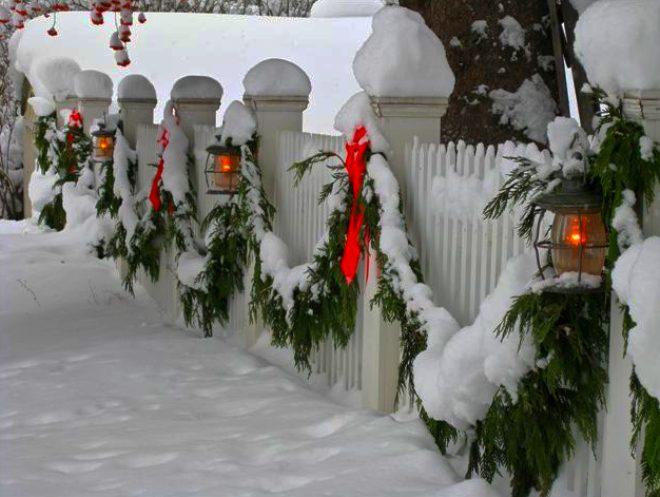 Ukrashenie-fasada-elovymi-vetkami-5.png
