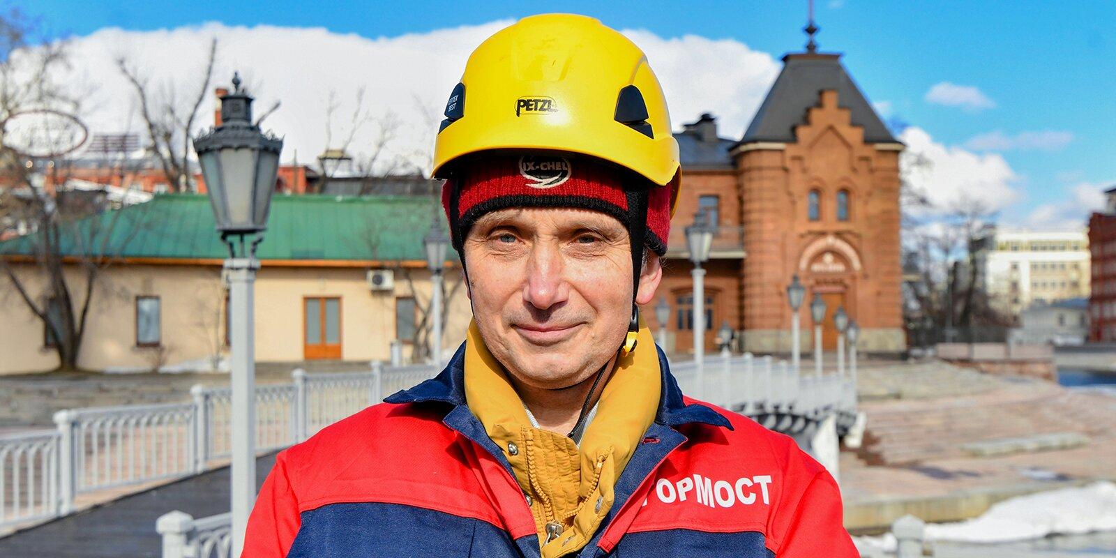 Виталий Осокин, инженер дежурной смены ГБУ «Гормост». Фото Ю. Иванко. Mos.ru