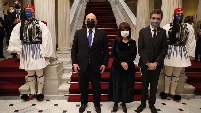 С Президентом Греции Катериной Сакелларопулу и Павлосом Коцонисом во время официального фотографирования в президентском дворце в Афинах