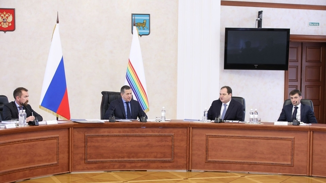 Юрий Трутнев на совещании по социально-экономическому развитию региона в рамках рабочей поездки в Еврейскую автономную область