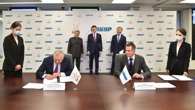 На церемонии начала объединения нефтегазохимических бизнесов ПАО «Сибур Холдинг» и АО «ТАИФ»