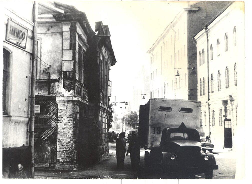 Выезд жильцов, семьи Бернацких, дальних родственников Цветаевой, въехавших в дом в 1922 году. 1965 год. Дом-музей Марины Цветаевой
