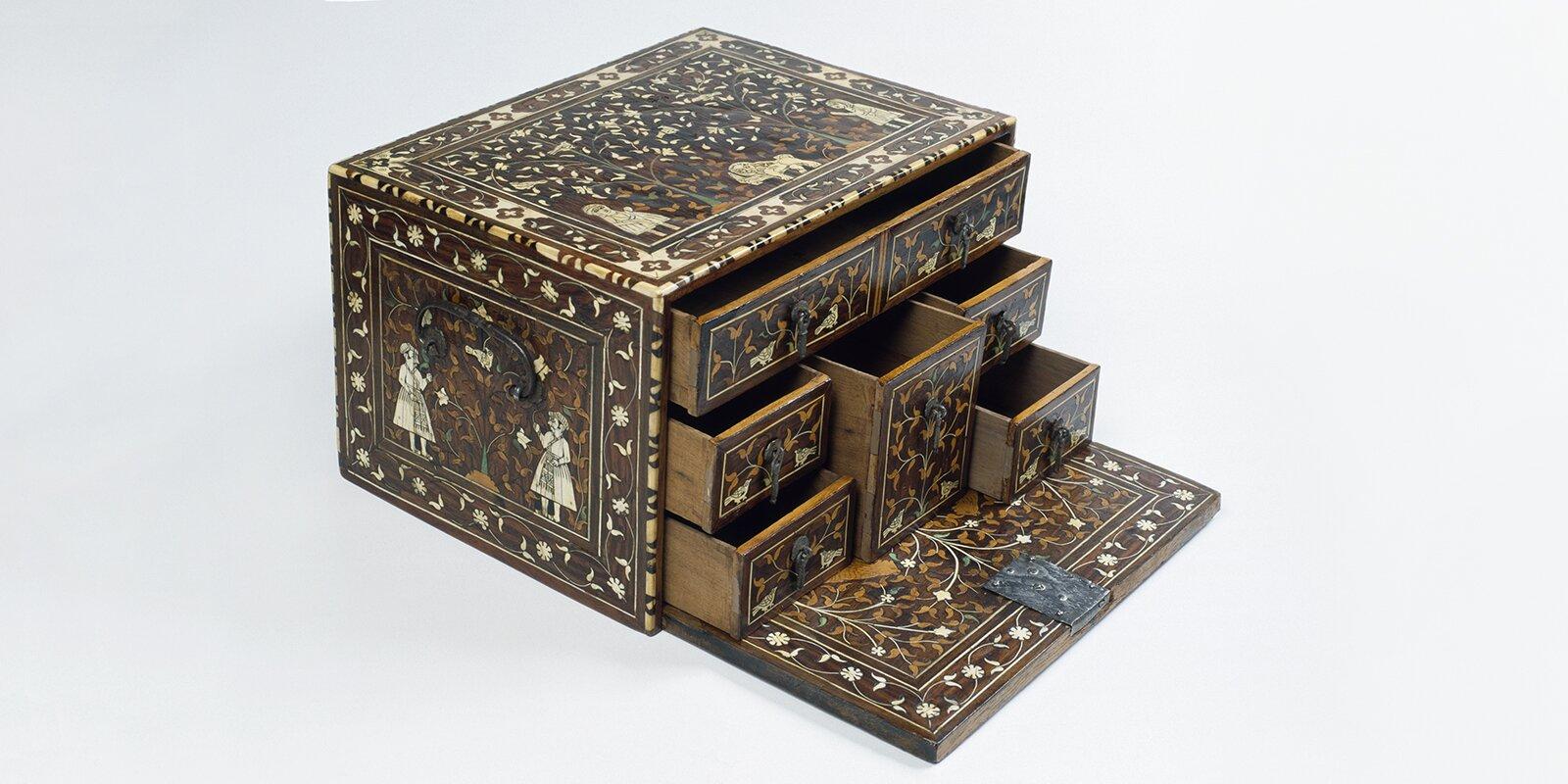 Ларец-кабинет. Индия, Гуджарат. XVII век