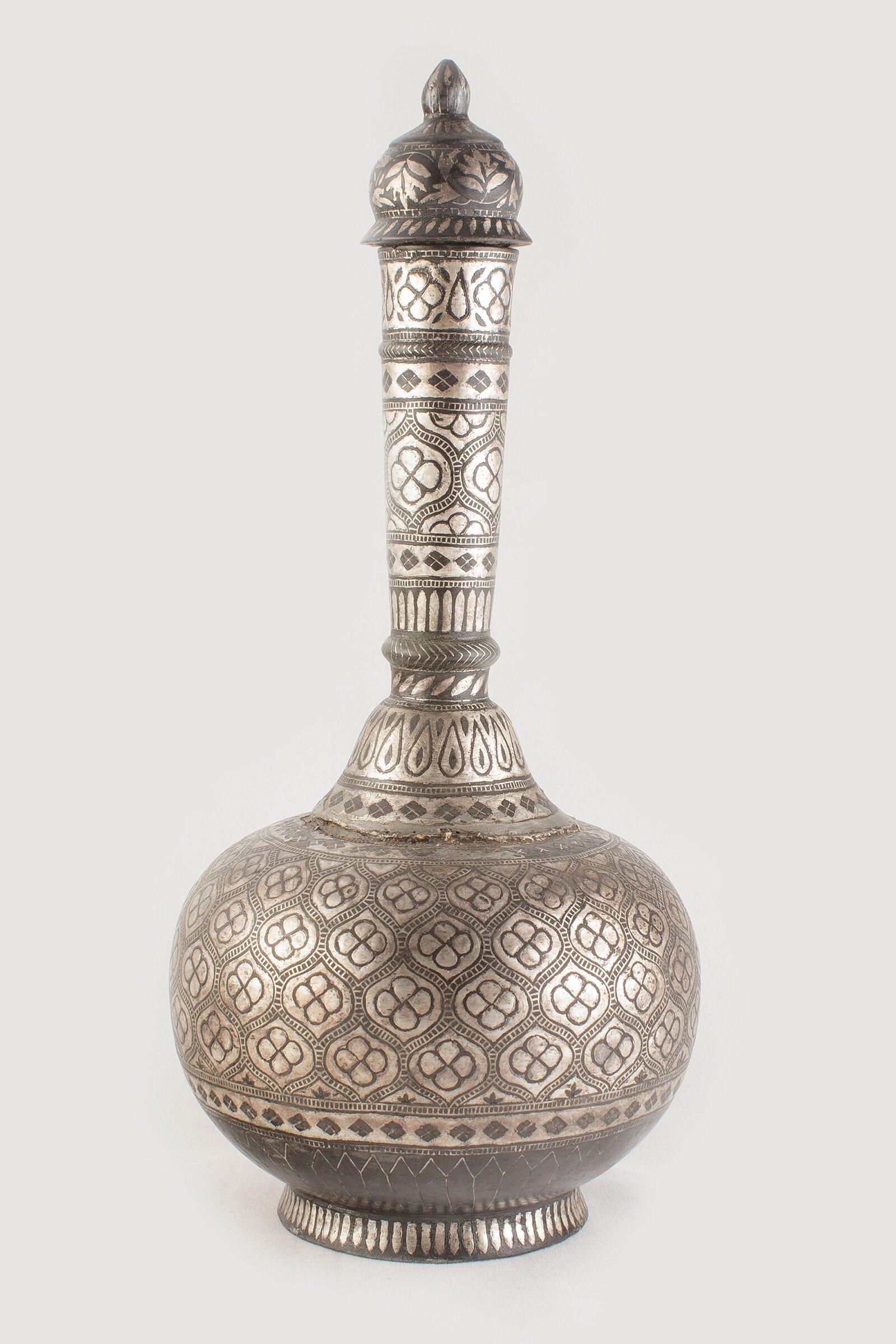 Сосуд сурахи. Индия. XIX век