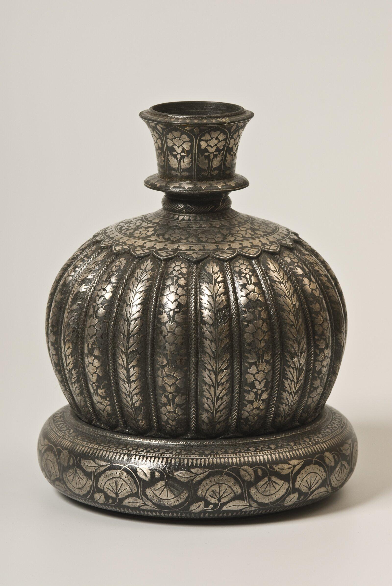 Колба кальяна (хукка) с подставкой. Индия. XIX век