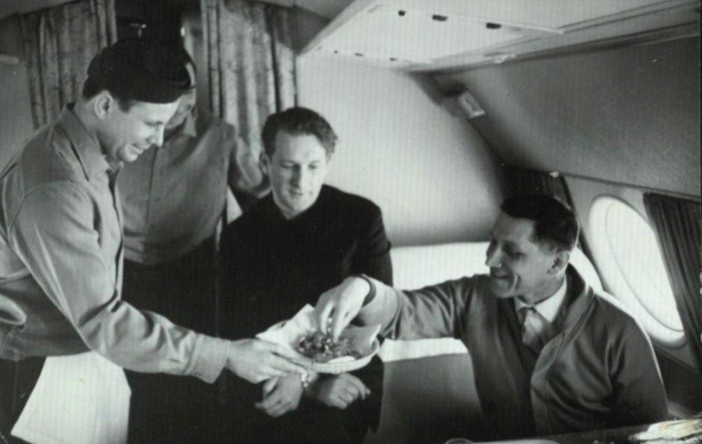 Юрий Гагарин на борту самолета. 1964 год. Дар музею генерал-майора авиации Николая Кузнецова
