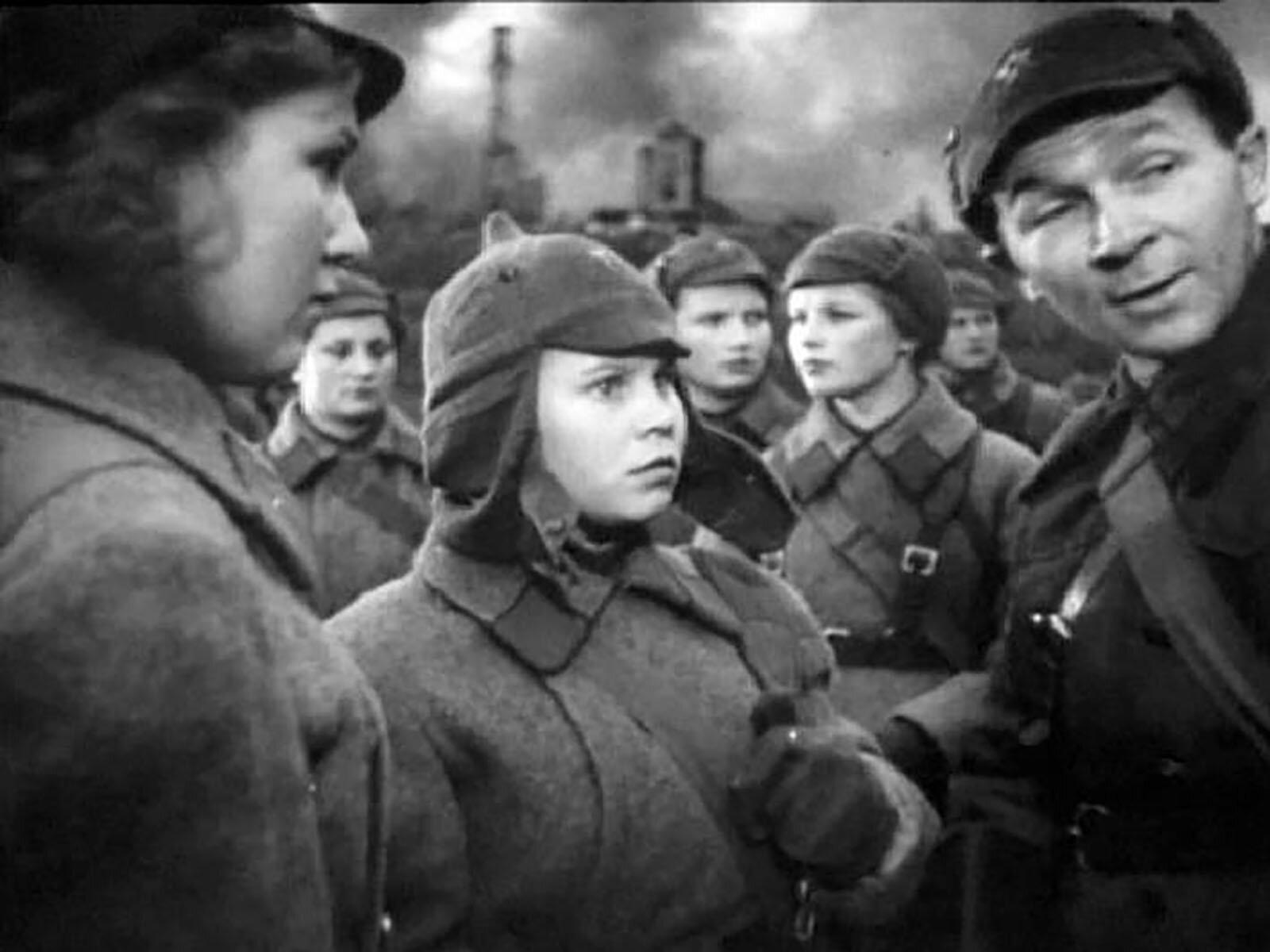 Кадр из фильма «Подруги, на фронт!». Режиссер В. Эйсымонт . 1941 год