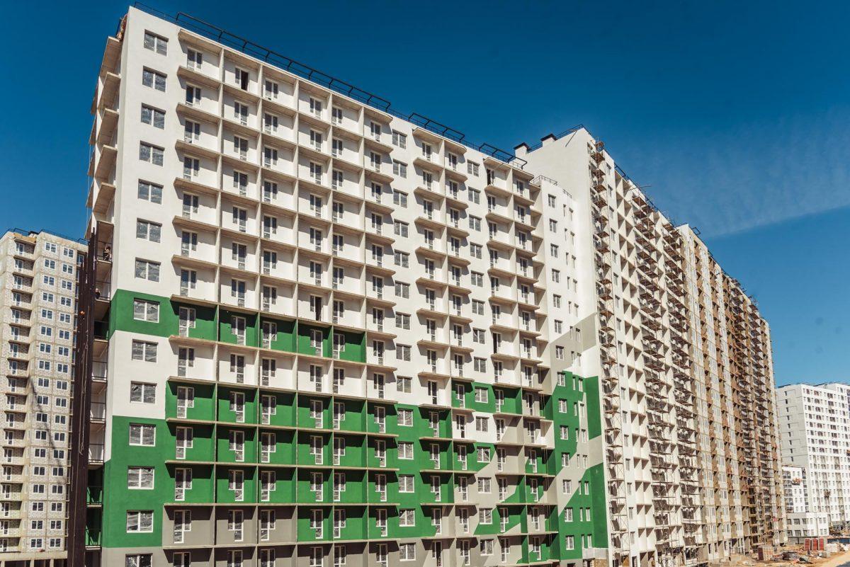 ЖК «Мой мир» начали красить фасады по эскизам финских архитекторов