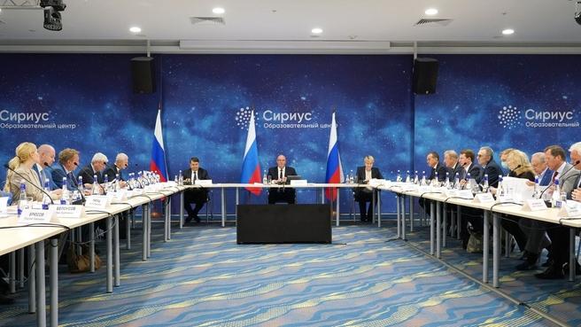 Дмитрий Чернышенко провел расширенное совещание в Образовательном центре «Сириус»