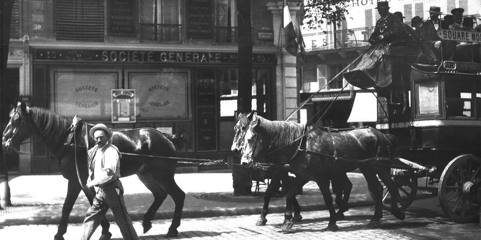 Лошади — один из видов городского транспорта. Фото Н. Щапова. Париж. 1905 год. Главархив Москвы