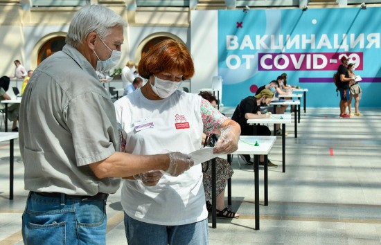 В пунктах вакцинации жители столицы могут получить экспресс-консультацию и персональное сопровождение