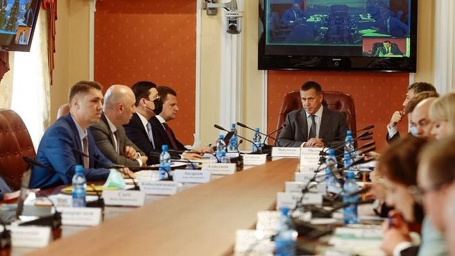 Юрий Трутнев провёл совещание по вопросам ликвидации последствий летнего паводка и пожаров на территории регионов Дальнего Востока