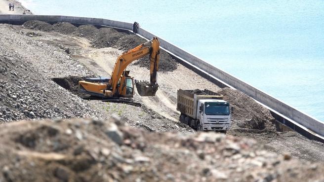 Укрепление участка берега Охотского моря в бухте Нагаева в Магадане вблизи Портового шоссе и улицы Портовой