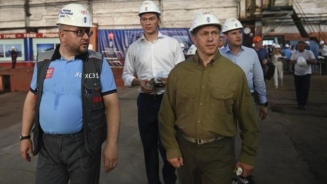 Юрий Трутнев посетил Хабаровский судостроительный завод
