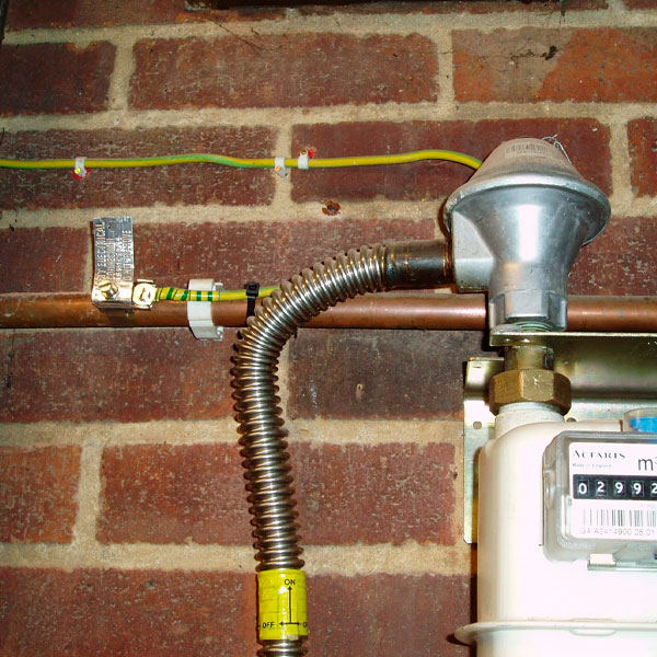осуществить перенос газовых труб в квартире