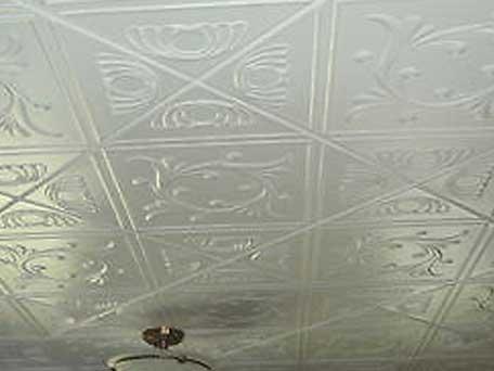 Монтируем потолочную плитку (клеевой потолок)