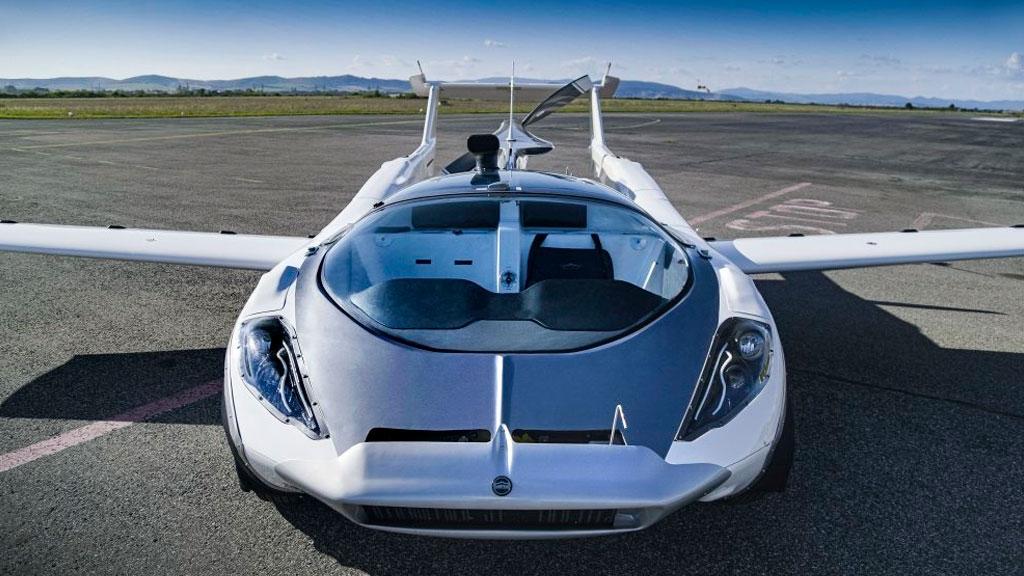 Летающая машина AirCar совершила первый в истории межгородской перелет