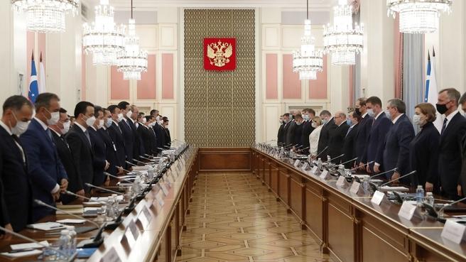 Заседание Совместной комиссии на уровне глав правительств Российской Федерации и Республики Узбекистан. Минута молчания