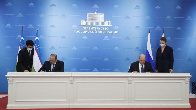 Подписание документов по итогам заседания Совместной комиссии на уровне глав правительств Российской Федерации и Республики Узбекистан: