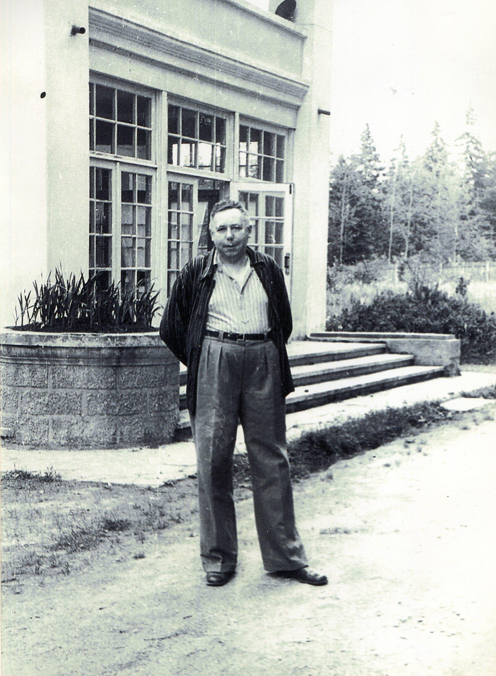 Семен Лавочкин на даче в поселке Крюково (в домашней одежде). 1958 год. Музей Зеленограда