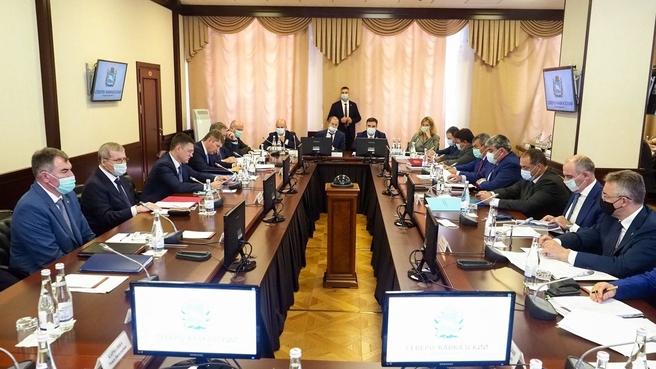В рамках рабочей поездки в Ставропольский край Александр Новак провёл совещание по социально-экономическому развитию Северо-Кавказского федерального округа