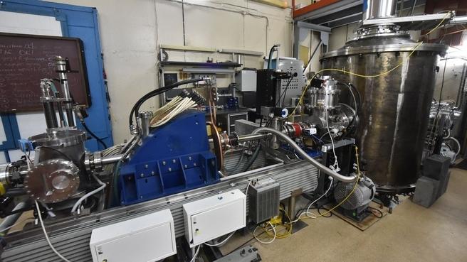 Дмитрий Чернышенко посетил Институт ядерной физики им. Г.И.Будкера. Ускоритель заряженных частиц