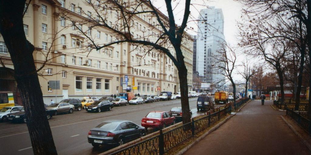 PerspektivaKalanchyovskoiyliciotskverayjeleznodorojnoiplatformiMoskva-KalanchyovskayaAvtorVHMarinoMoskva9noyabrya2005g(9).jpg