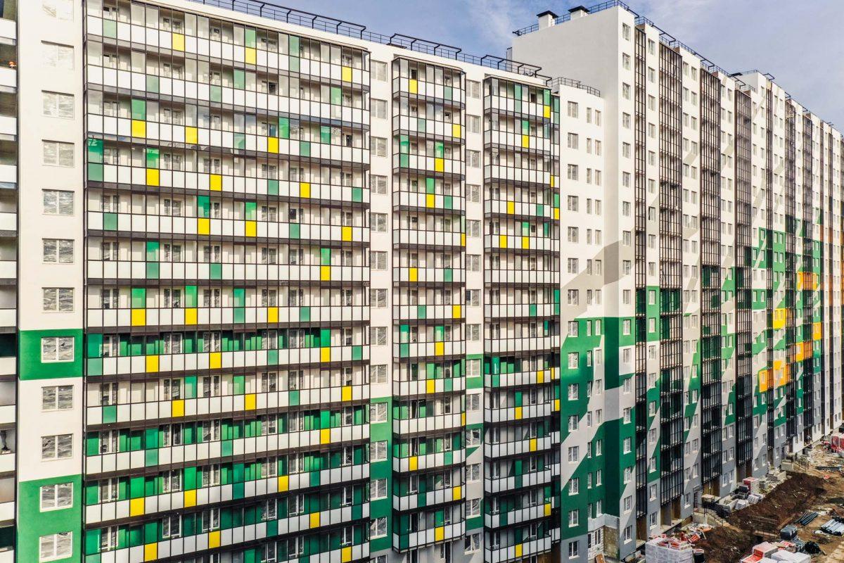 В ЖК «Мой мир» завершаются работы по отделке фасадов