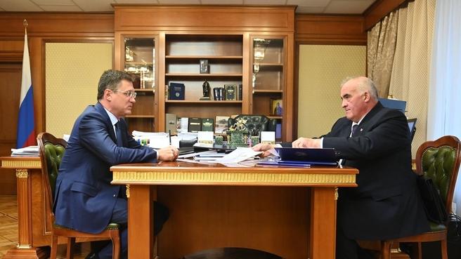 Александр Новак провел встречу с губернатором Костромской области Сергеем Ситниковым