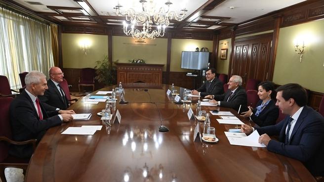 Дмитрий Чернышенко провел рабочую встречу с президентом FIVB Ари Граса